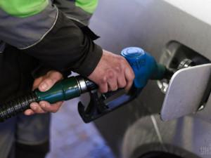 За дорогой бензин компании будут наказывать