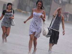 Тропическая жара и ураганы с грозами: Южный Урал в выходные ждет экстремальная погода