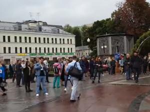 Митинги протеста в Москве продолжаются в форме встреч граждан с независимыми кандидатами