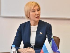 Она голосовала за повышение пенсионного возраста. Депутат Ольга Павлова