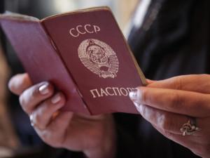 Люди с паспортами «гражданина СССР» парализовали работу миграционной службы