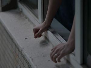 Молодая пара во время бурного интима выпала из окна 9-го этажа