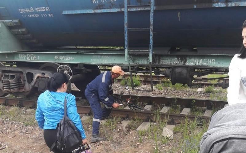 В Дятьково мамы с колясками стали лезть под поезда