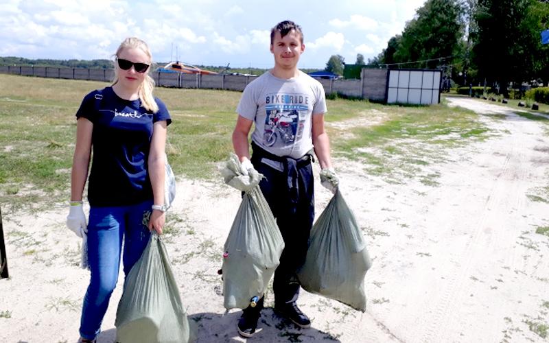 Неравнодушные брянцы убрали мусор на аэродроме «Бежица»