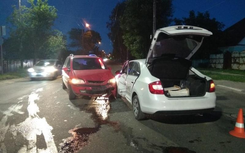 В Брянске на Бежицкой автоледи врезалась в иномарку