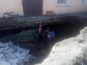 Провалы с человеческий рост грозят «путинскому» поселку под Челябинском обрушением жилых домов