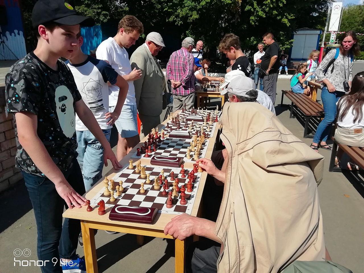В Брянске прошел фестиваль по шахматам и шашкам