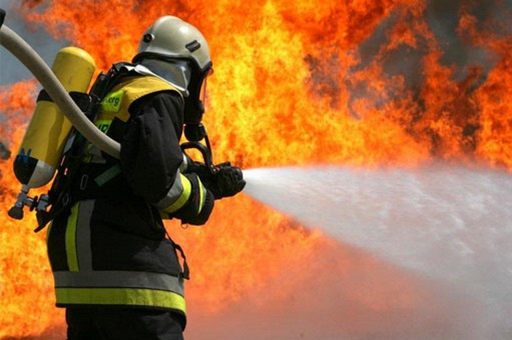 В брянской многоэтажке загорелась квартира: есть пострадавший