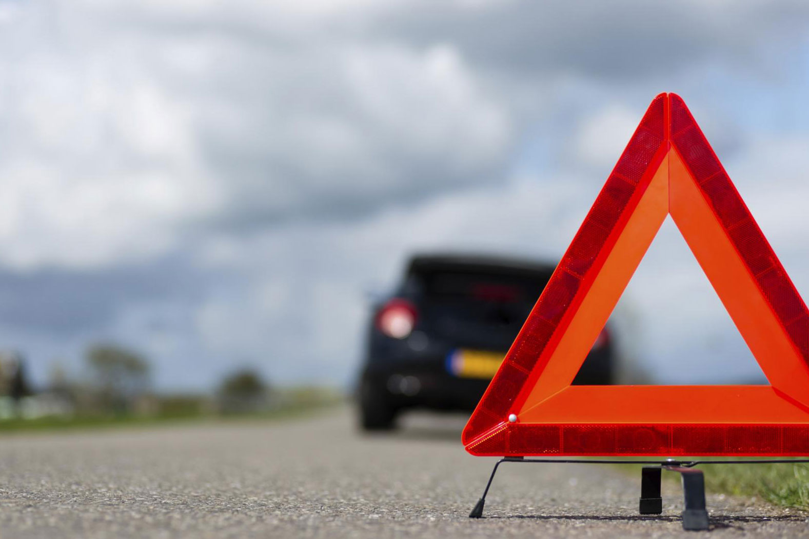 На трассе в Навлинском районе Mazda сбила пешехода