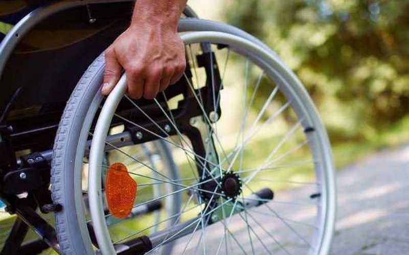 Брянские коммунальщики замуровали колясочника в его квартире