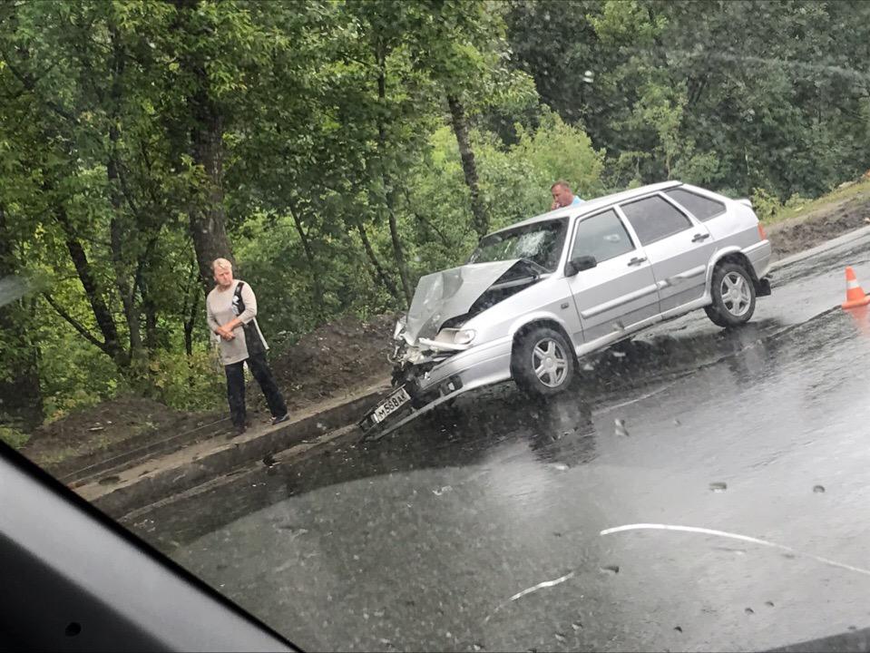 Автомобили столкнулись в Брянске в районе остановки «Бассейн ДОСААФ»