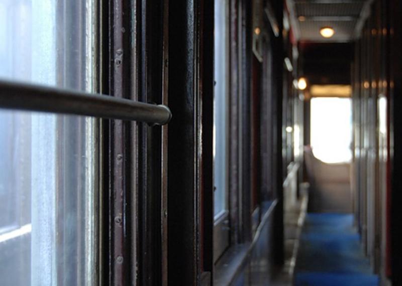 Жительница Брянска предстанет перед судом за кражу телефона в поезде