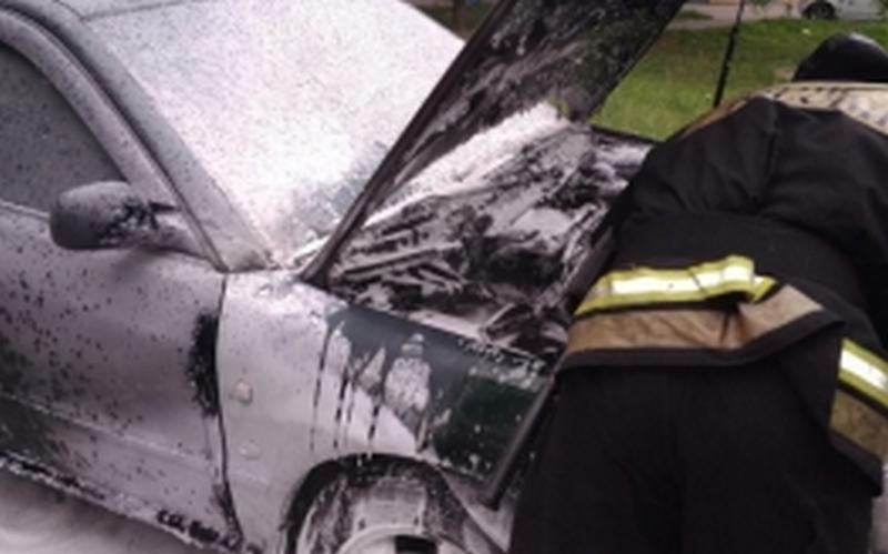 В Брянске на переулке Пилотов сгорела легковушка