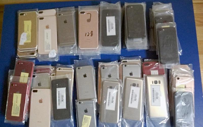 Брянские таможенники нашли в поезде десятки айфонов