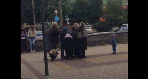 В Брянске сняли на видео драку цыганок