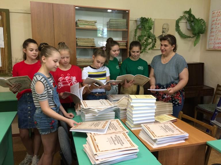 """В рамках нацпроекта """"Культура"""" детская школа искусств Сельцо получила учебные материалы"""