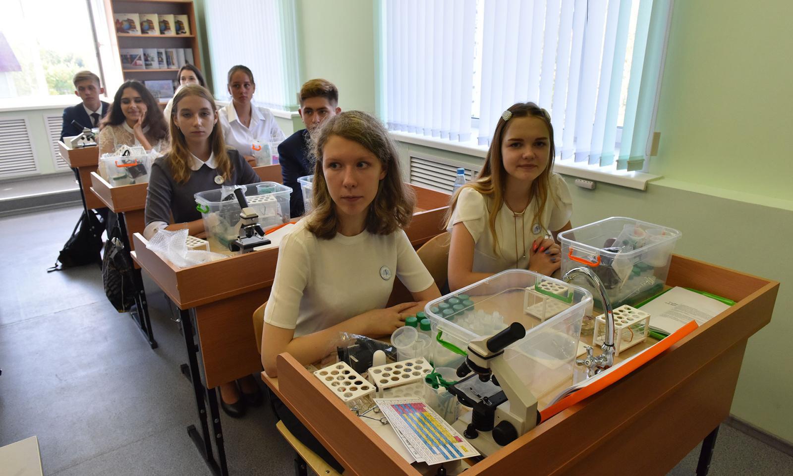 Сергей Неверов в Брянске посетил предуниверсарий