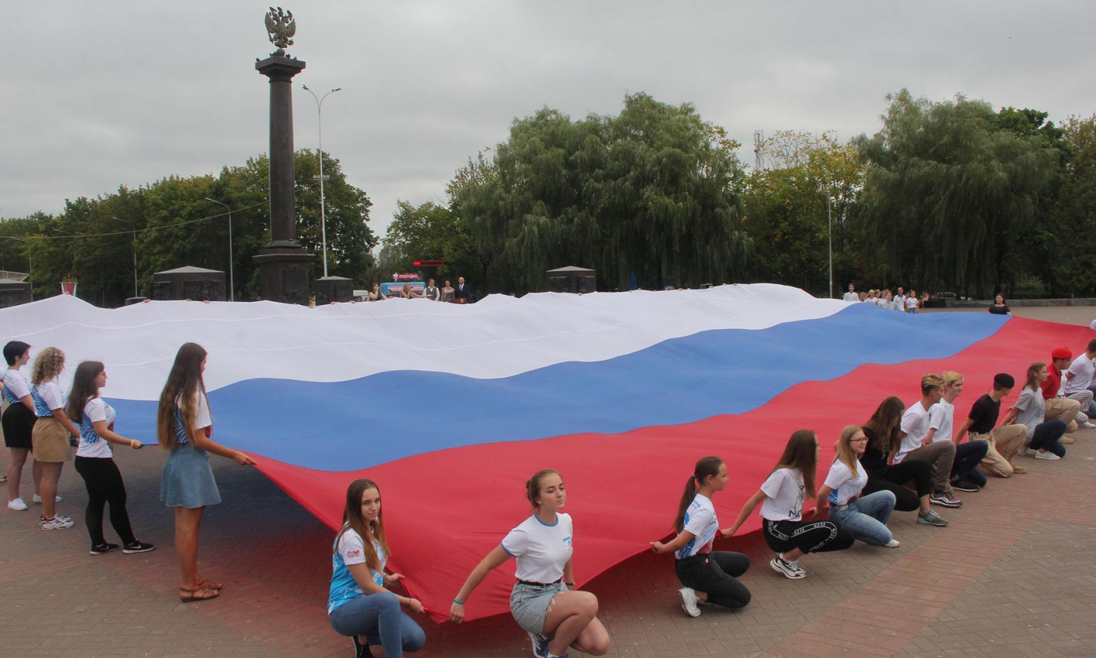 В Брянской области отмечают 350-летие государственного флага России