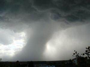 Необычное явление в небе сняли на видео петербургские автомобилисты