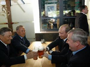 Что делали в этом доме первые лица страны: зашли в гастроном и выпили пиво