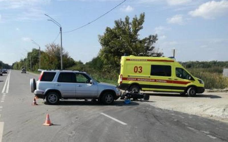 В Брянске 44-летний скутерист сломал ребра и разбил голову