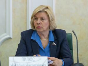 Она голосовала за повышение пенсионного возраста. Депутат Наталия Пилюс