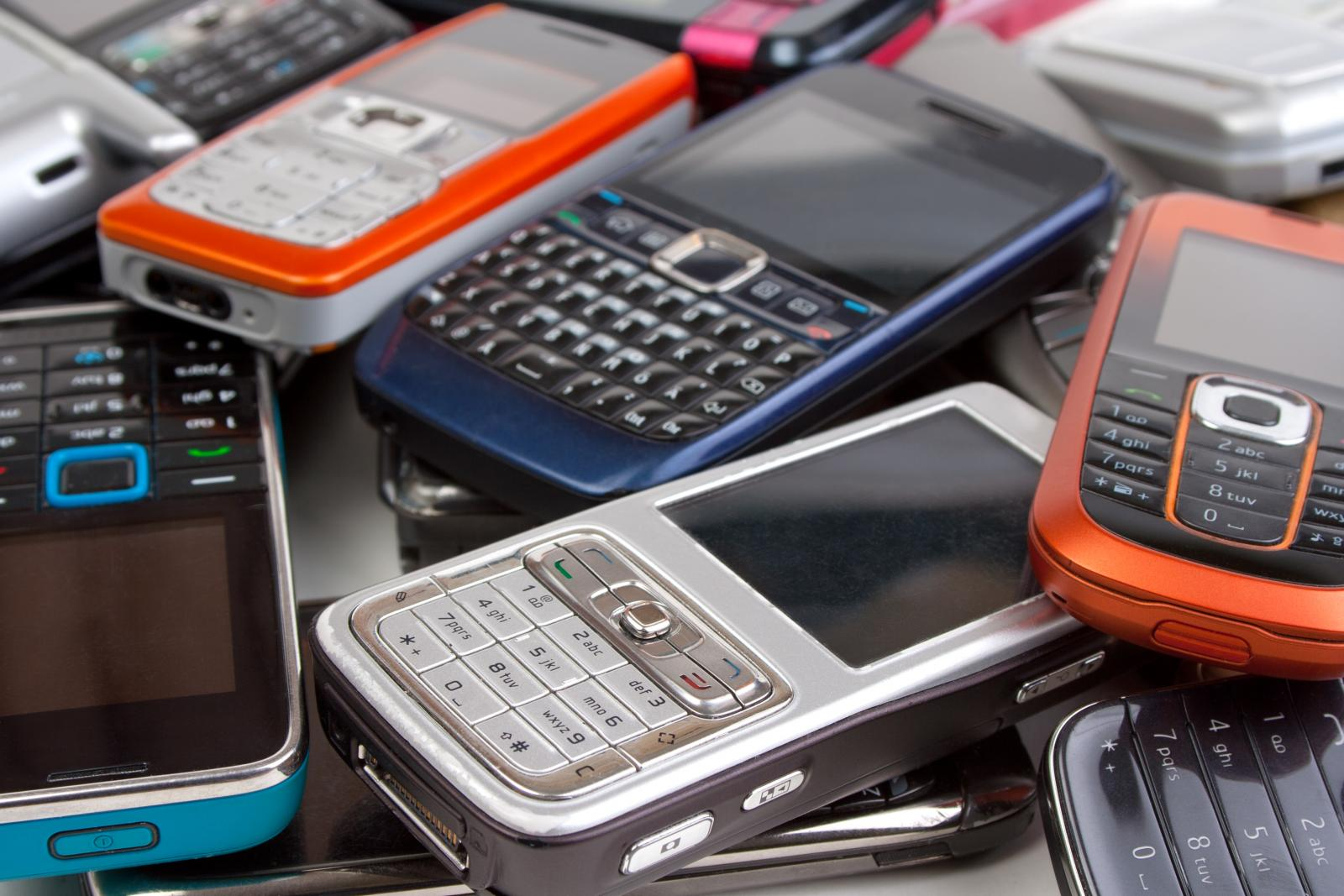 Эксперты рассказали о сохраняющемся спросе на кнопочные телефоны