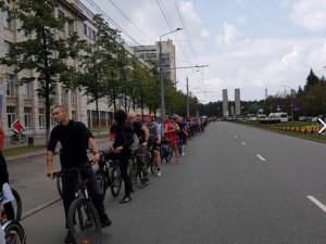 Сотни велосипедистов проехали по центру Челябинска