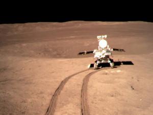 В кратере на темной стороне Луны нашли неизвестное гелеобразное вещество