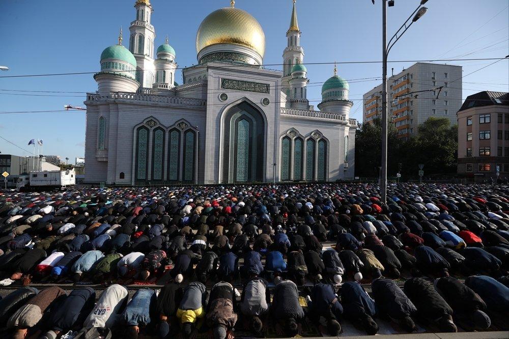 Мусульмане отмечают свой главный праздник – Курбан-байрам