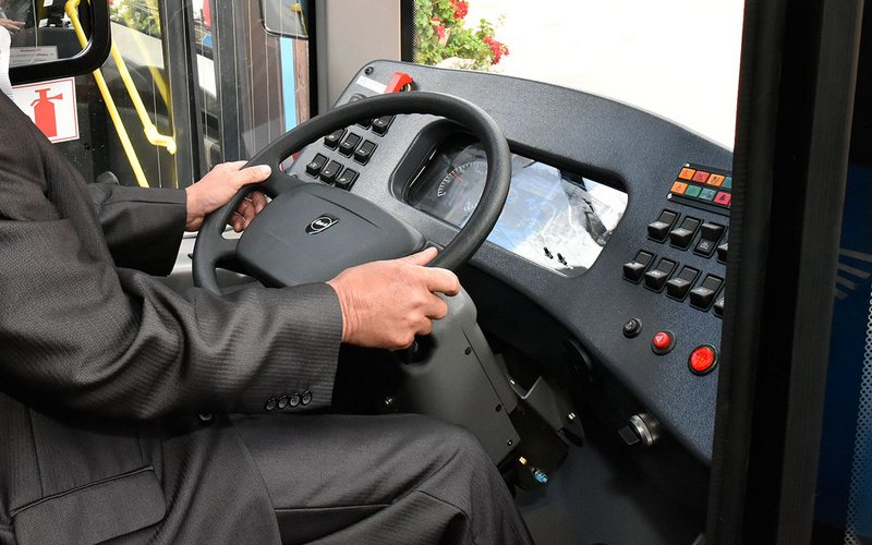 В Брянске водитель синего автобуса перепугал пассажирку