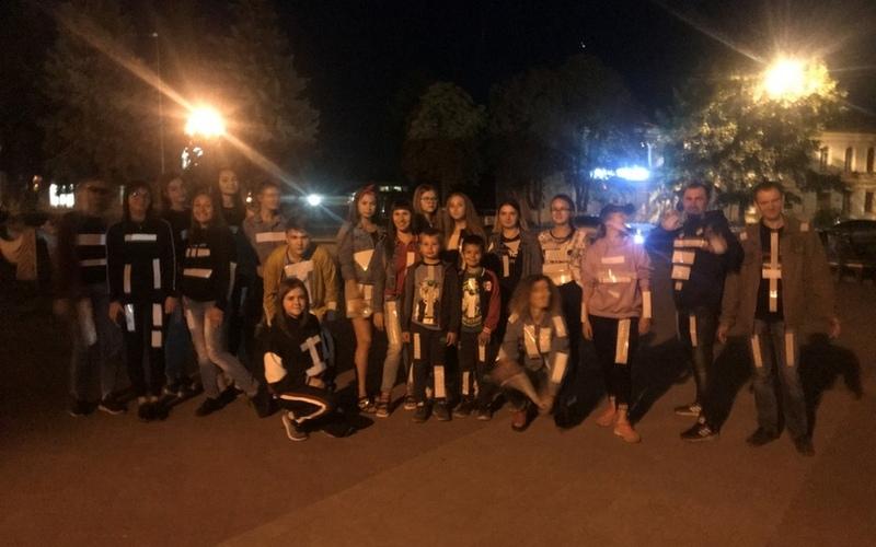 В темное время суток брянские школьники устроили на улице флешмоб