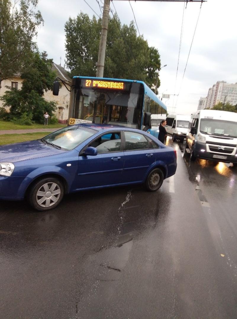 В Брянске столкнулись автобус и легковушка
