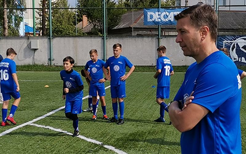 Легендарный футболист Кечинов поделился с детьми в Брянске секретами мастерства