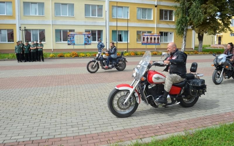 Брутальные байкеры отправились в брянскую колонию