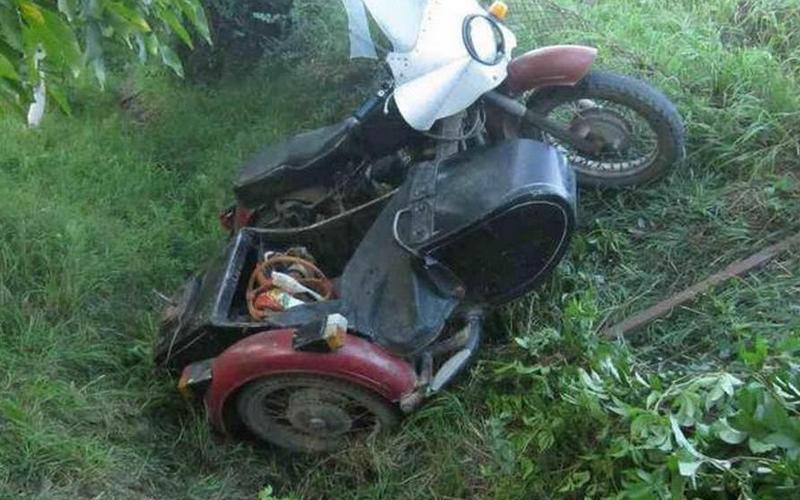 Пассажир опрокинувшегося под Почепом мотоцикла попал в больницу