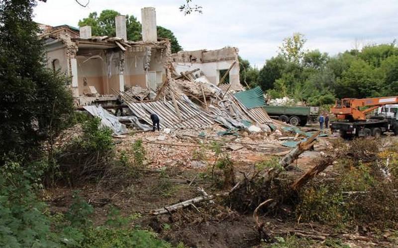 В Брянске суд обязал восстановить снесенный особняк Баженовых