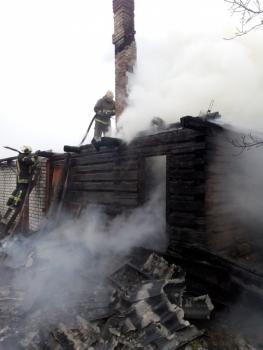 В Выгоничском районе сгорел жилой дом и надворные постройки