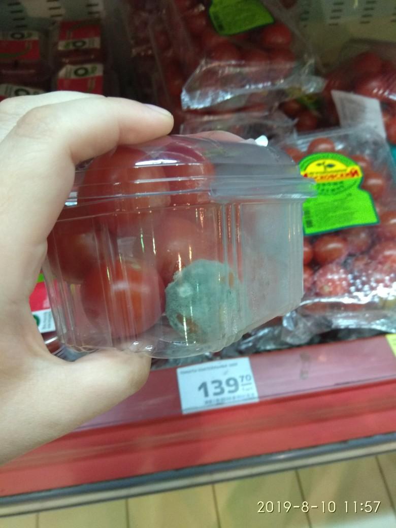 В брянском гипермаркете нашли помидоры с плесенью