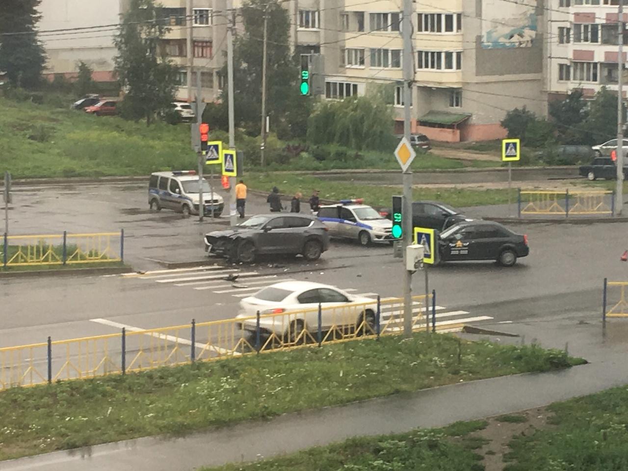 В ДТП с такси на Романа Брянского пострадал пассажир