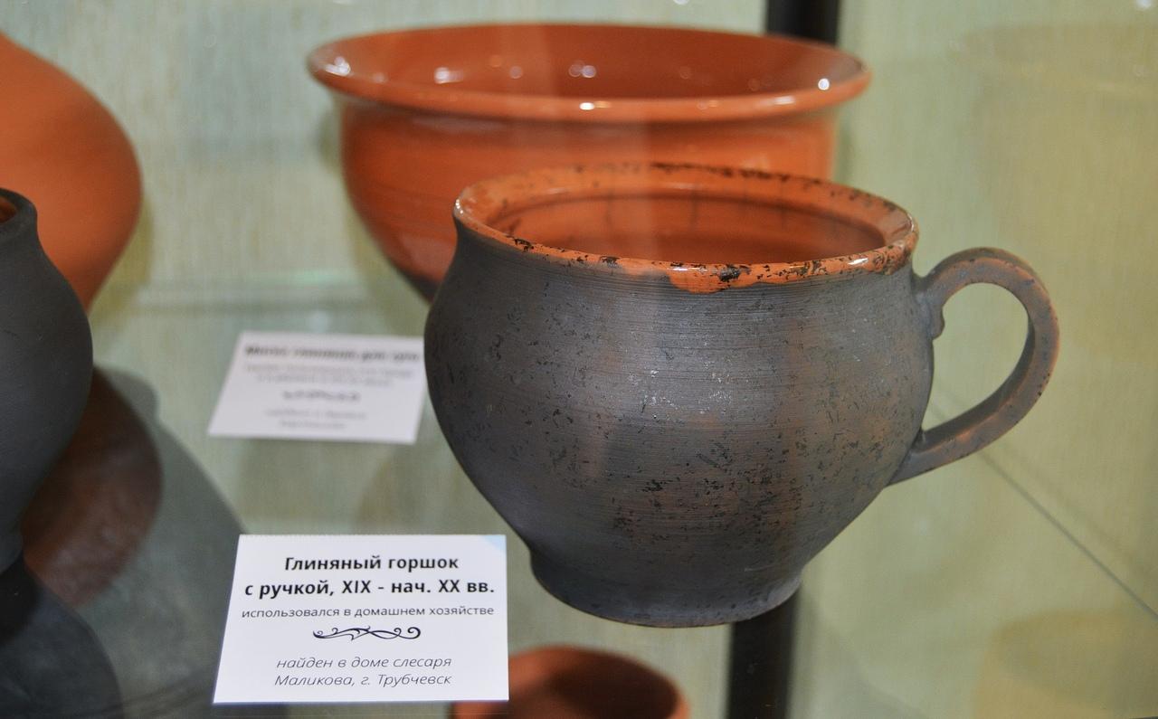 В заповеднике «Брянский лес» в день археолога открылась выставка керамики