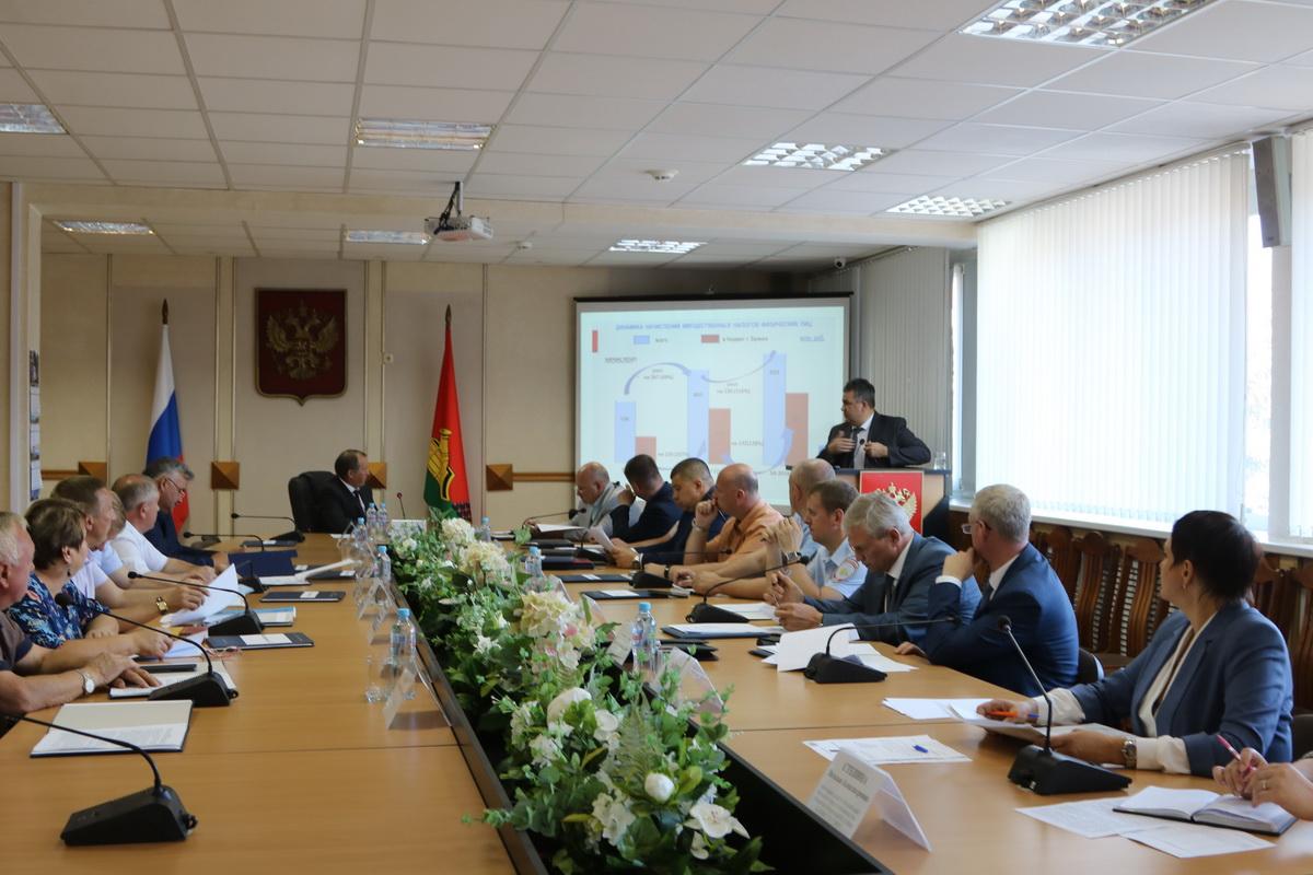 Собираемость имущественных налогов обсудили в Брянске