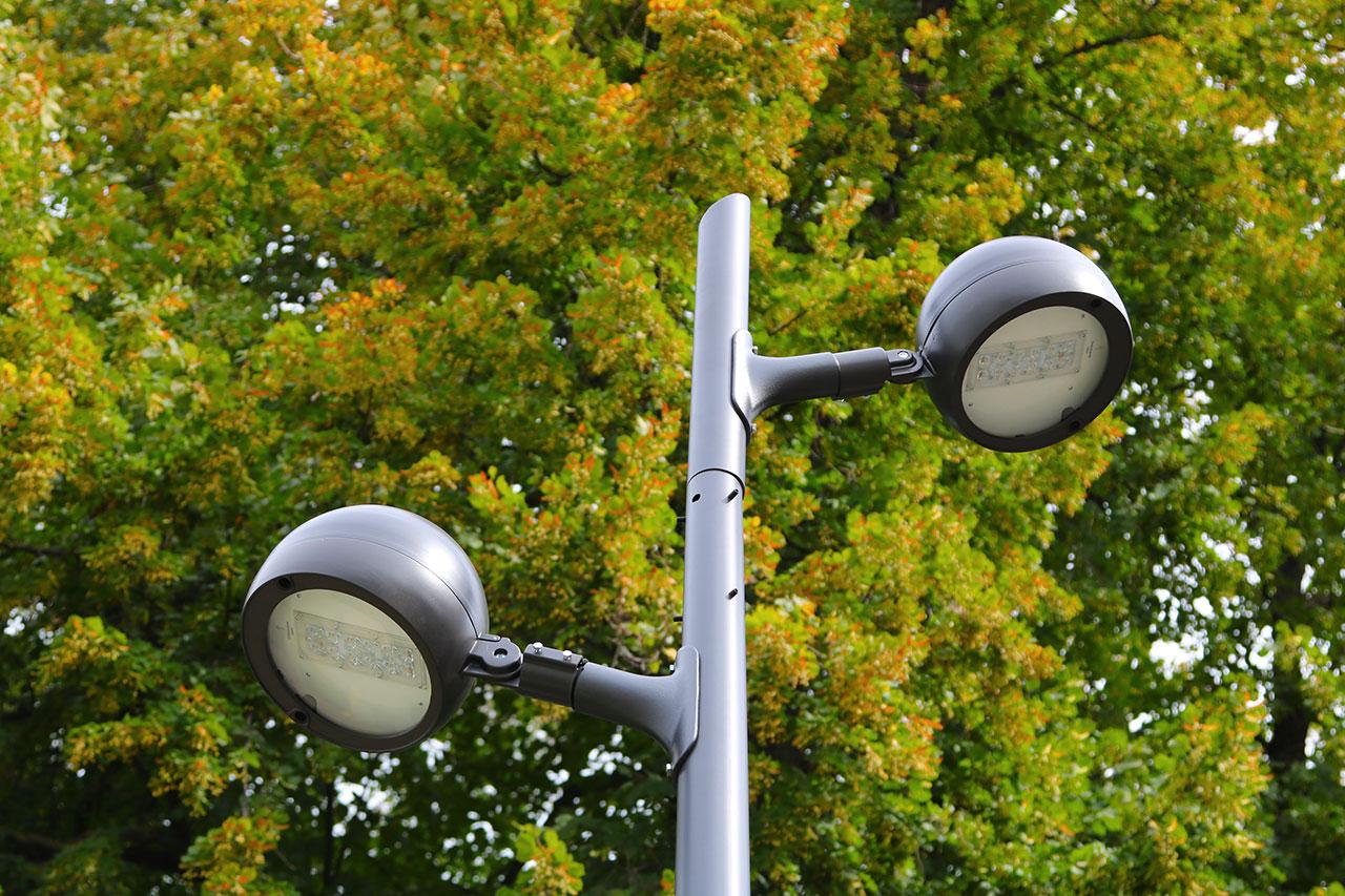 В Майском парке установили более 50-ти фонарей - половину от запланированного