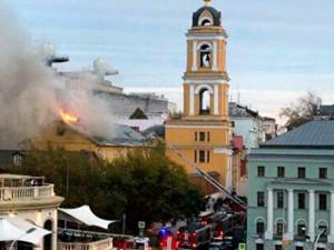 В центре Москвы загорелся женский монастырь XIV века постройки
