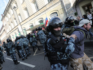 Массовые задержания протестующих в Москве прошли возле администрации президента России