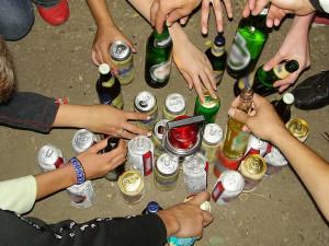 Молодежи в России разрешили продолжать пить алкоголь