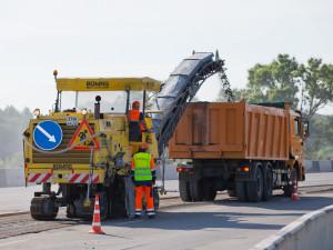 Круглосуточный график ремонта дорог предложила ввести в Челябинске Наталья Котова