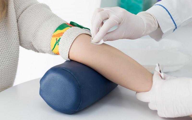 Руководство брянской поликлиники отреагировало на «кровавую» жалобу молодой мамы