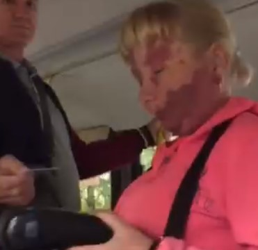 В Брянске у кондуктора автобуса №31 требовали на камеру искать сдачу с 1000 рублей