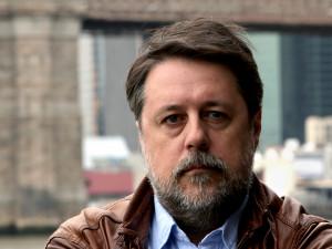 Власть находится в состоянии истерии, считает режиссер, снявший фильм о Путине и не только